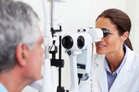 врач офтальмолог проверка зрения