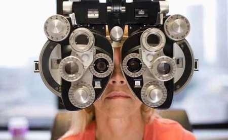 Женщина на приеме у офтальмолога