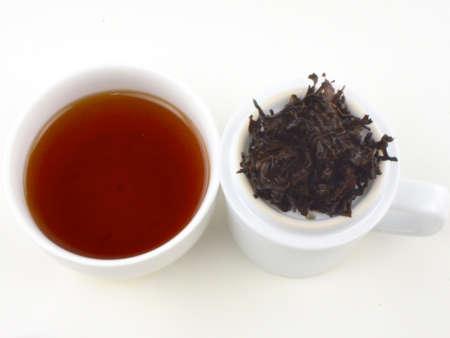 Чай в кружке и отдельно заварка
