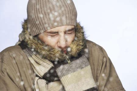 Мужчине холодно на морозе