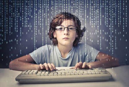 Мальчик в очках за компьютером