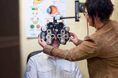 Пациент на приеме у офтальмолога