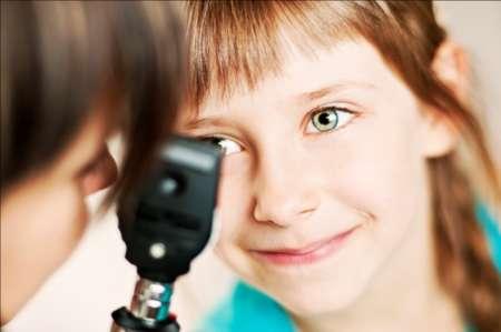 Ребенок на осмотре у окулиста
