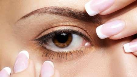 приближенное фото глаза женщины