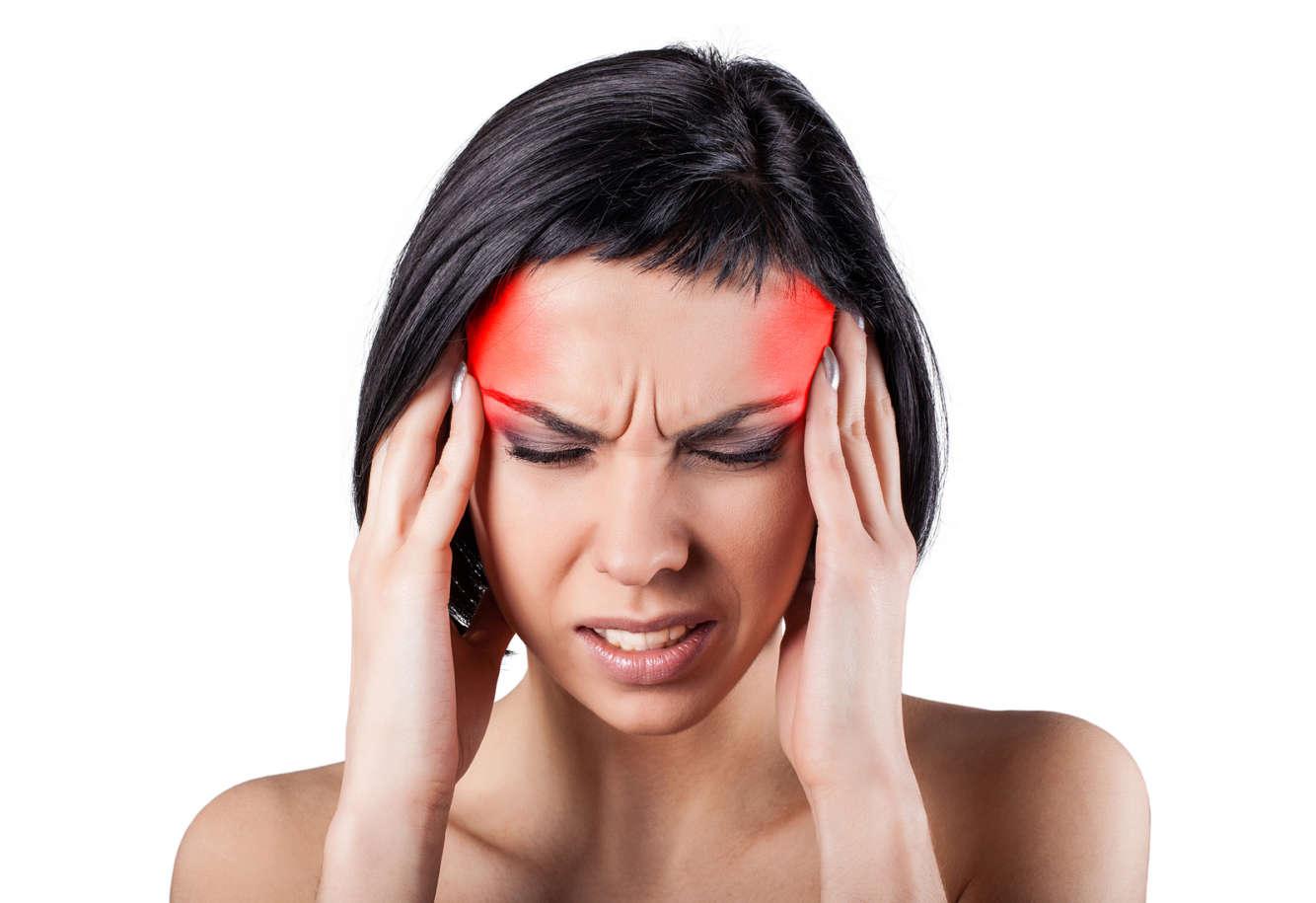 Симптомы мигрени у девушек