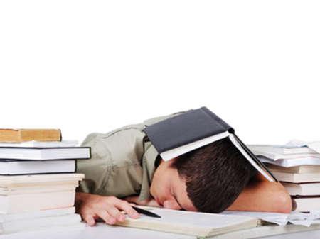 Мужчина устал читать