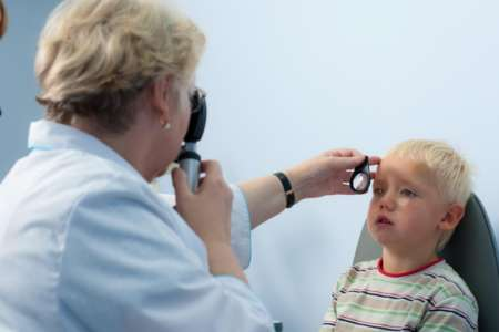 ребёнок на приёме у офтальмолога