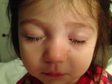 девочка с закрытыми глазками