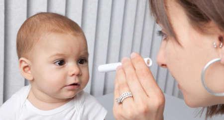 осмотр малыша у офтальмолога